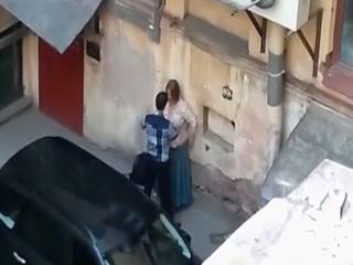 Тетя трахается с молодым парнем и получает удовольствие